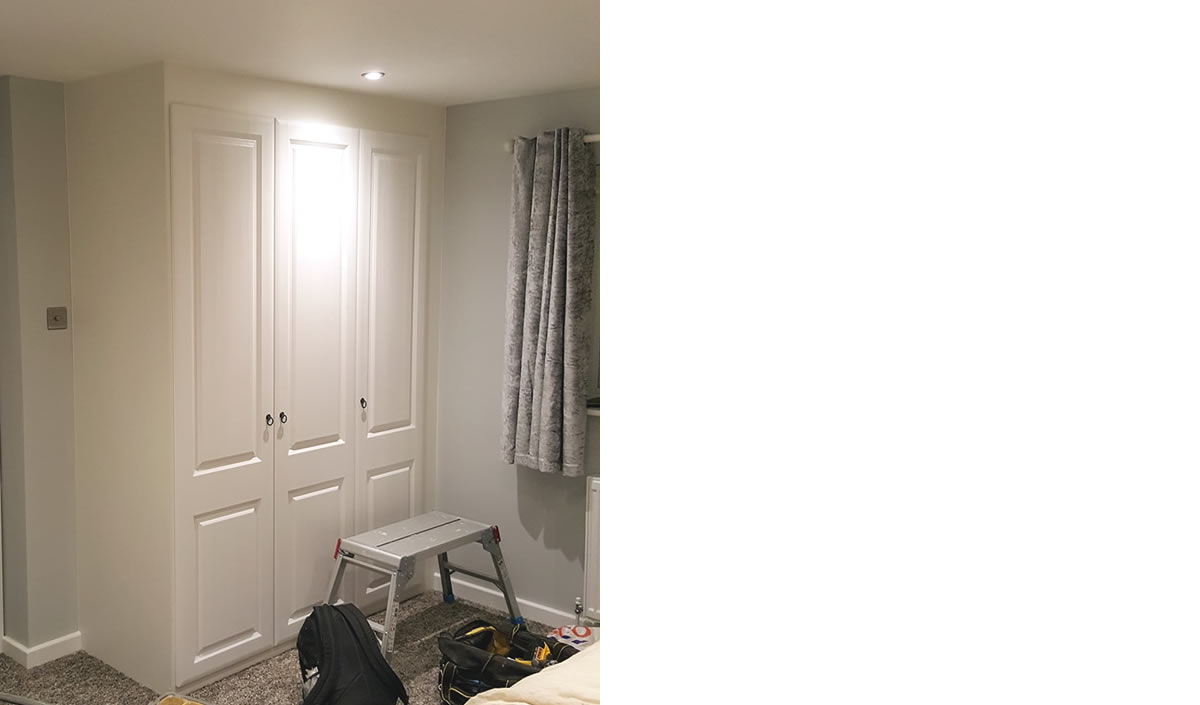 1 x double & 1 x single robe with York door style in Opengrain White